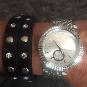 Jewelry - Stainless steel casing silver watch❤️